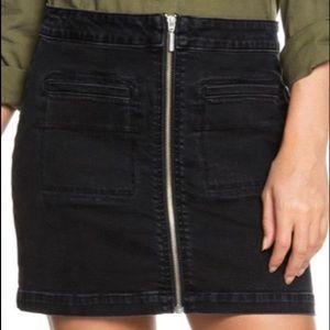 Brand new roxy skirt, size 6 but runs big